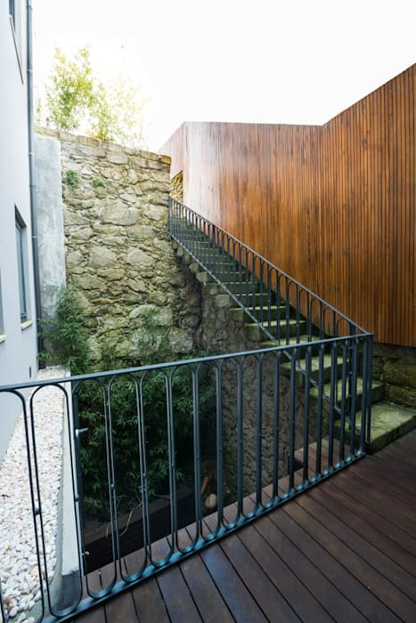 Remodelação Rua da Alegria Jardins minimalistas por BLK-Porto Arquitectura Minimalista