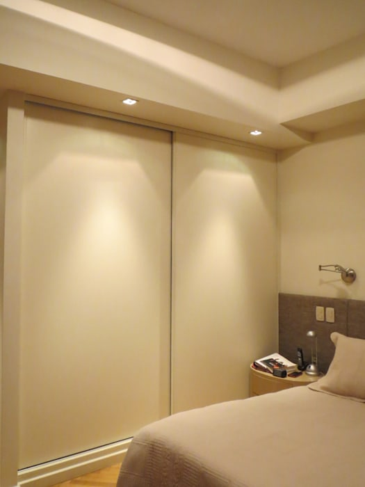 Dormitorio: Dormitorios de estilo  por Estudio de iluminación Giuliana Nieva,Moderno
