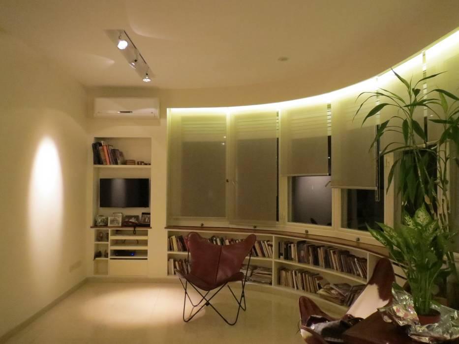 Ruang Keluarga Modern Oleh Estudio de iluminación Giuliana Nieva Modern