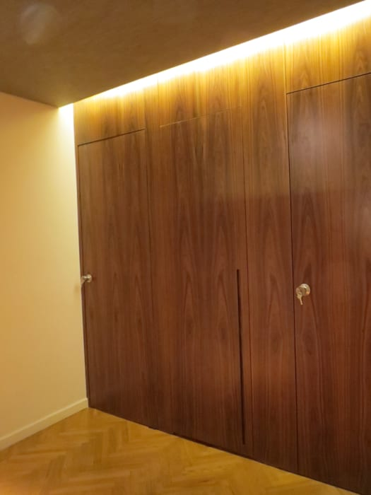 Pasillos, vestíbulos y escaleras de estilo moderno de Estudio de iluminación Giuliana Nieva Moderno
