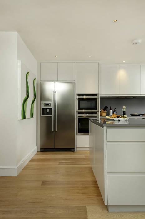 Cocinas de estilo  por Cue & Co of London, Moderno