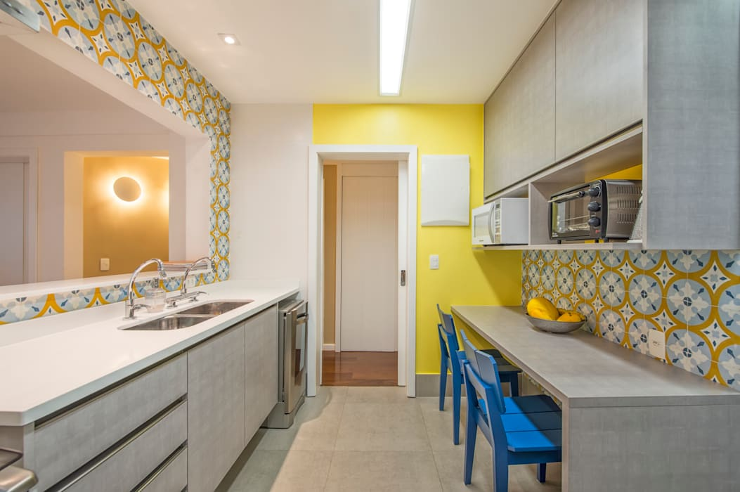 Apartamento Tangerina Cozinhas modernas por Emmilia Cardoso Designers Associados Moderno