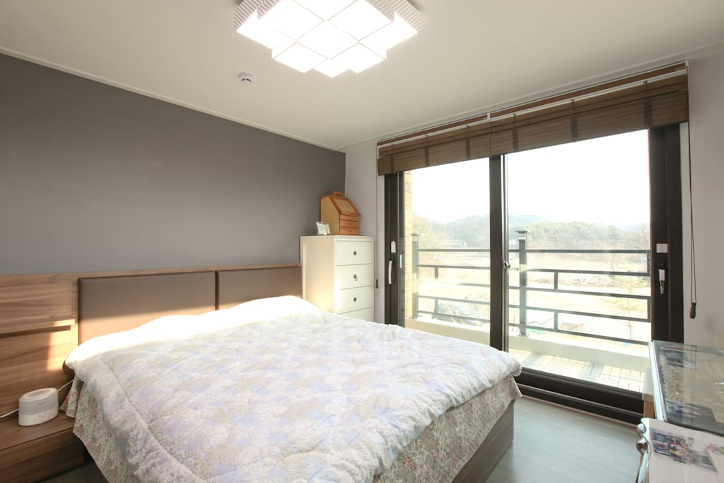 기존도면에 한층더 업그레이드된 집: 한글주택(주)의  침실