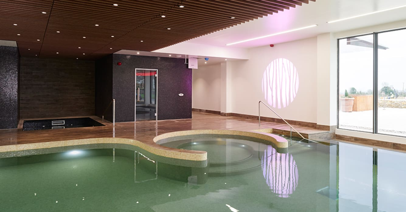 Swimming Pool Piscine classique par Aqua Platinum Projects Classique