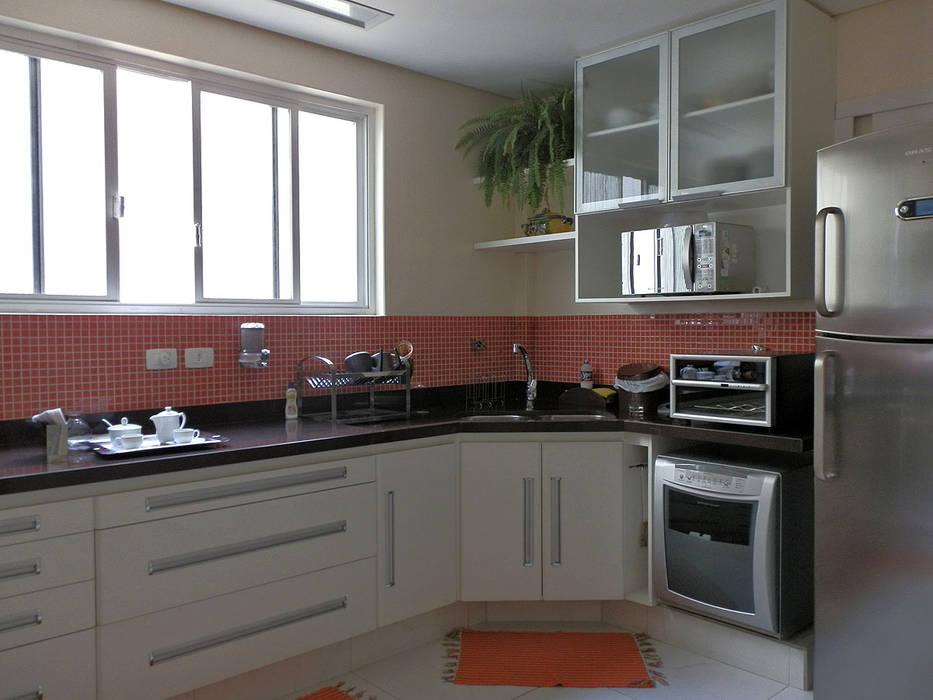 Reforma de Apartamento Cozinhas modernas por MBDesign Arquitetura & Interiores Moderno