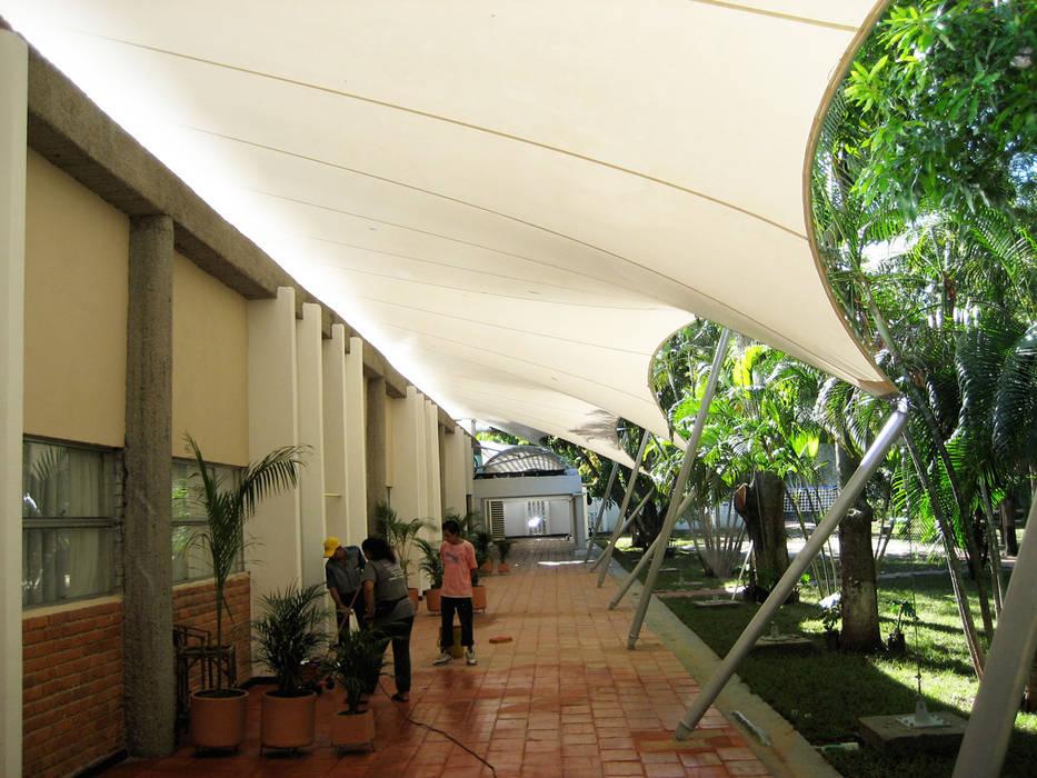 ::MEMBRANAS ARQUITECTONICAS - CLUB CAMPESTRE EL PUENTE ::: Casas de estilo  por Diseños & Fachadas SAS, Tropical