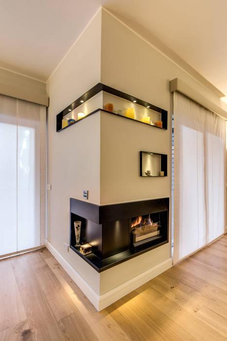 CAMILLUCCIA: Soggiorno in stile in stile Moderno di MOB ARCHITECTS