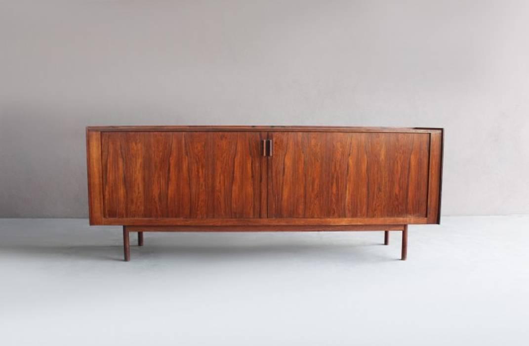 Rosewood Kofod-Larsen Sideboard por Retro Age Escandinavo Madeira Acabamento em madeira