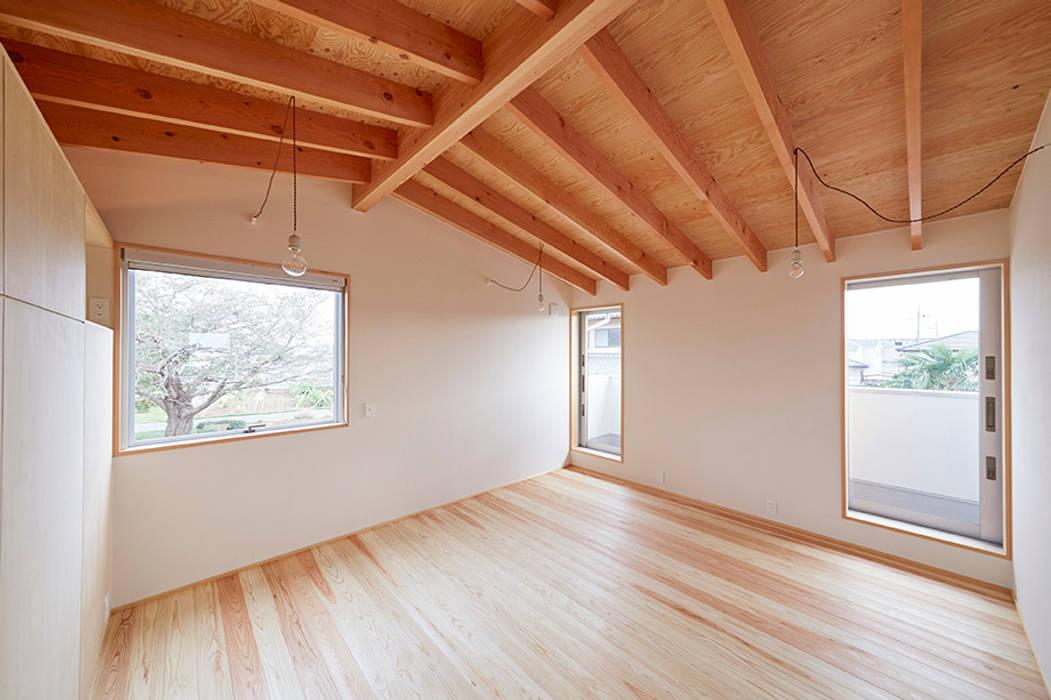 Chambre scandinave par 一級建築士事務所co-designstudio Scandinave