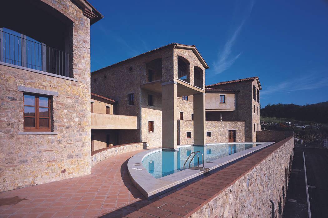 Piscina: Piscina in stile In stile Country di Simone Casini Architetto