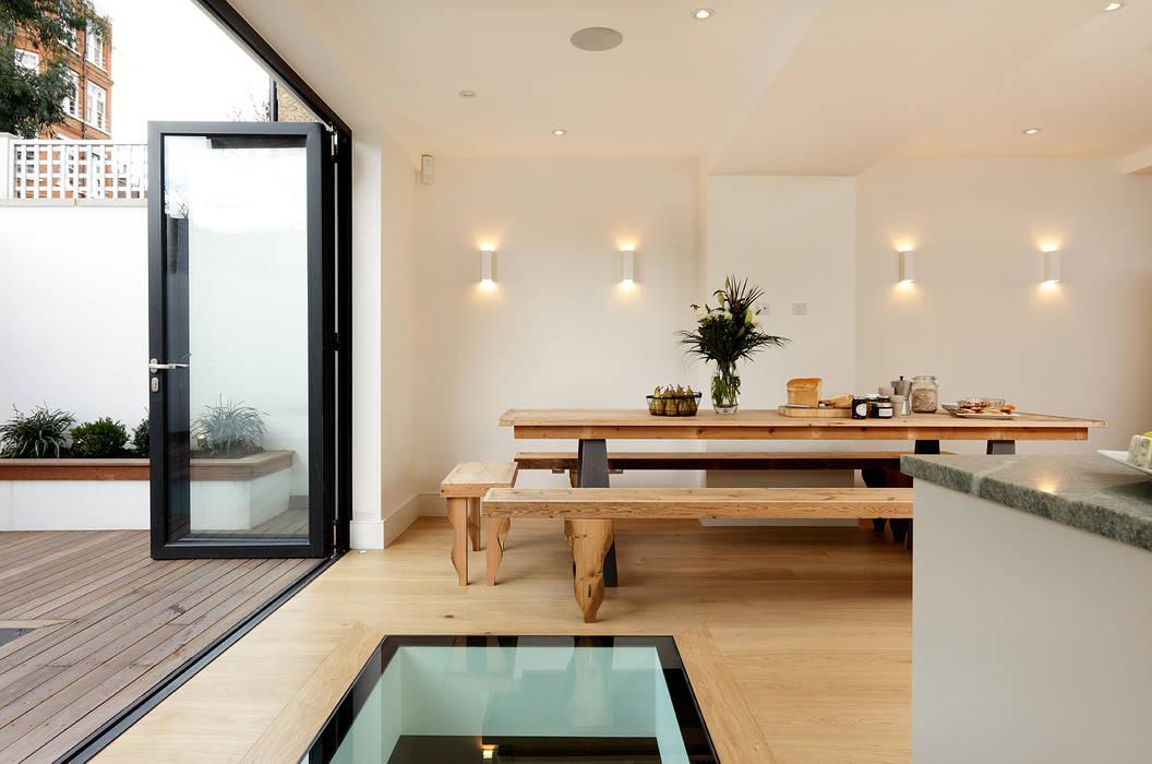 KITCHENS: The Aubrey Cue & Co of London Кухня в стиле модерн