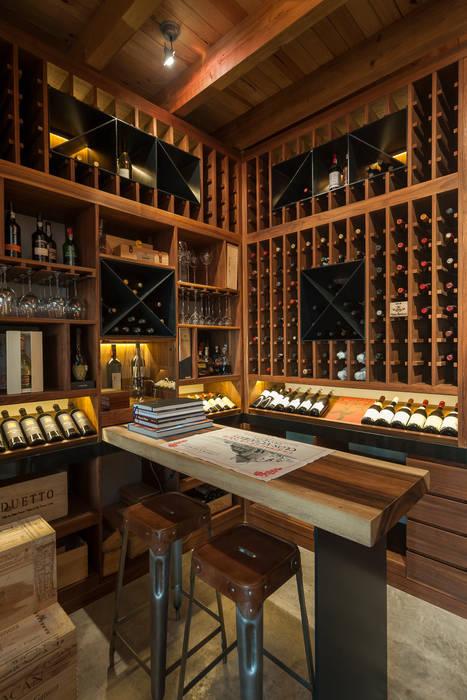 Cava hogar de estilo por maad arquitectura y dise o homify - Cavas de vinos para casa ...