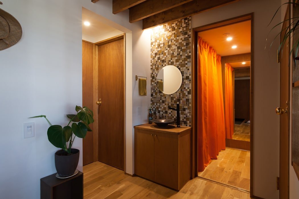 Koridor & Tangga Gaya Eklektik Oleh 株式会社グランデザイン一級建築士事務所 Eklektik Parket Multicolored