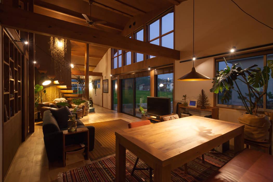 株式会社グランデザイン一級建築士事務所 Eclectic style dining room Solid Wood Wood effect
