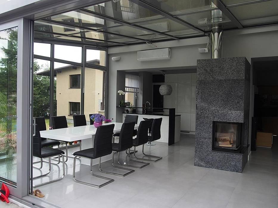 przebudowa domu z lat 60: styl , w kategorii Ogród zimowy zaprojektowany przez Małgorzata Sikora,Nowoczesny