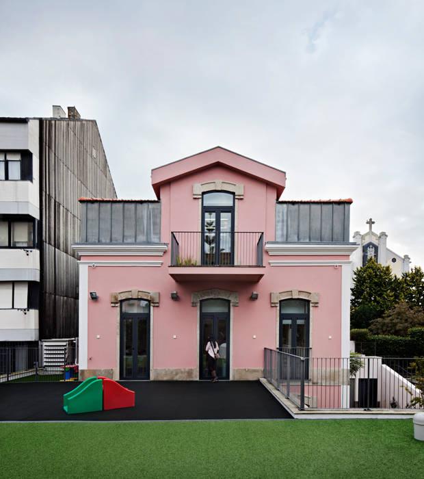 Kindergarten and Nursery Casas minimalistas por es1arq Minimalista
