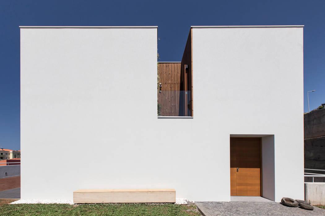 House in Ajuda Casas modernas por Studio Dois Moderno
