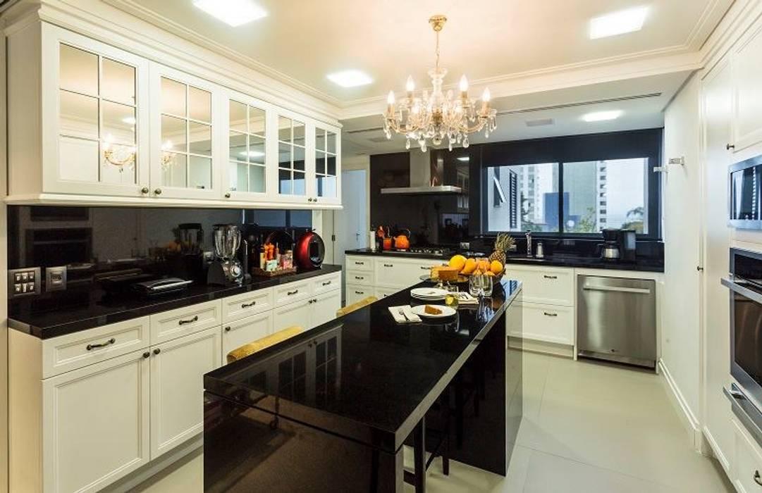 Cocinas de estilo clásico de Flavia Guglielmi Arquitetura Clásico