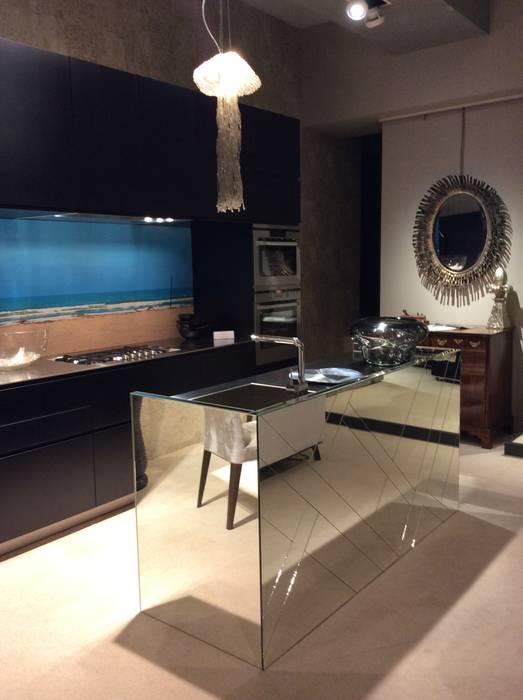 bilune studio Modern kitchen Glass Metallic/Silver