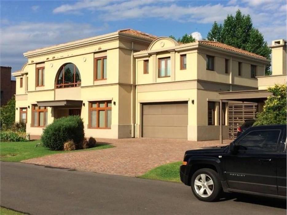 Frente derecho: Casas de estilo clásico por Mauro Jacobo