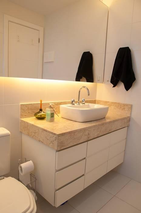 Modern bathroom by Adoro Arquitetura Modern Ceramic