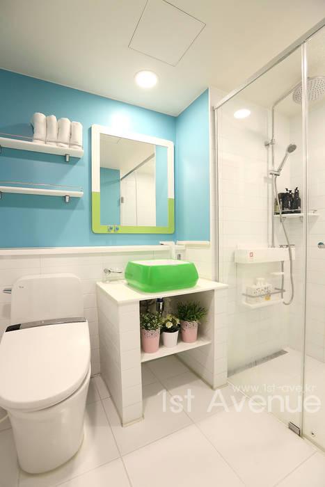 톡쏘는 청량감이 있는 안산 푸르지오 모던스타일 욕실 by 퍼스트애비뉴 모던
