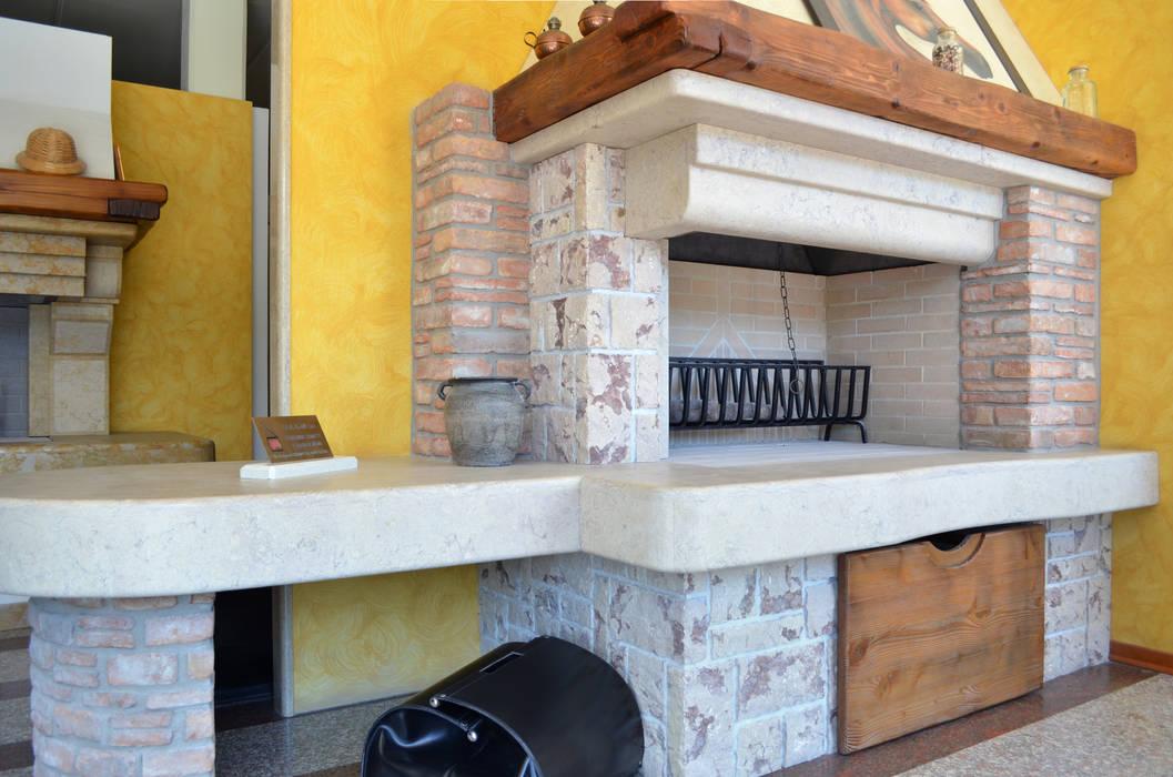 CAMINO RUSTICO 5: Soggiorno in stile in stile Rustico di SALM Caminetti
