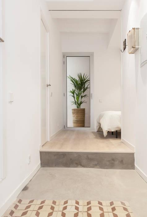 Коридор, прихожая и лестница в модерн стиле от OAK 2000 Модерн