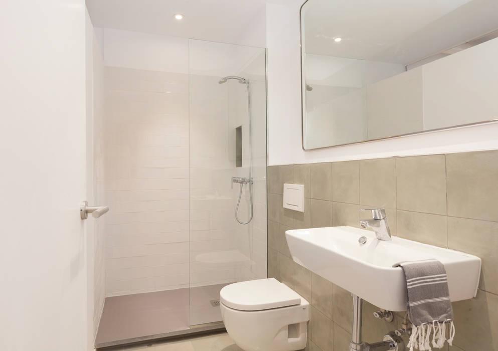 Banheiros modernos por OAK 2000 Moderno