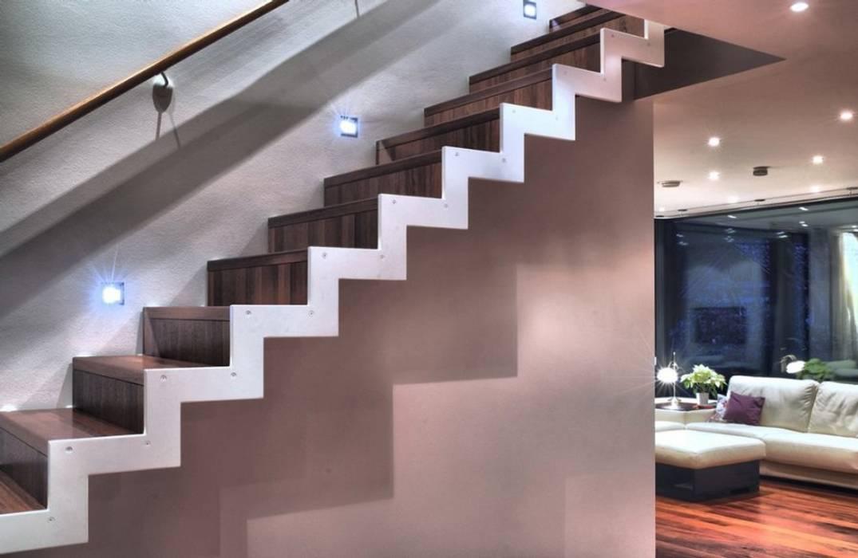 Escalier droit: Couloir et hall d'entrée de style  par Passion Escaliers