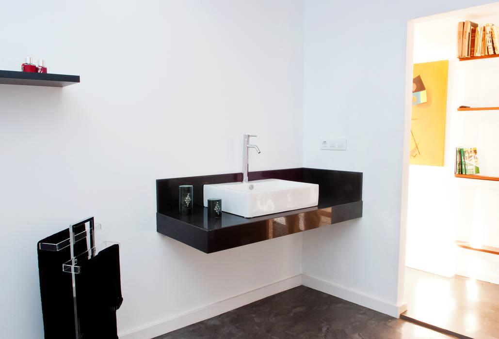 baño con encimera de Silestone by Fernando Alonso MODULAR HOME Baños de estilo moderno