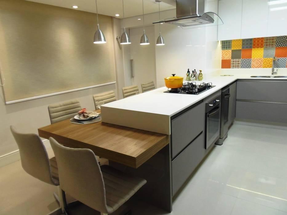 آشپزخانه by Marina Turnes Arquitetura & Interiores