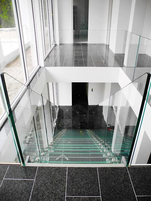 Classic style hallways, foyers and staircases from Siller Classic Stairs