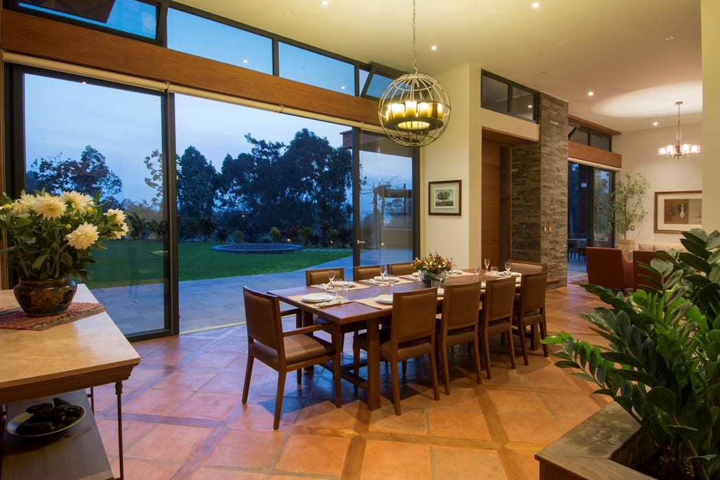 Classic style dining room by DLPS Arquitectos Classic