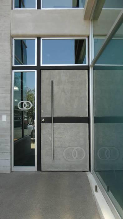 Puerta principal: Ventanas de estilo  por Diez y Nueve Grados Arquitectos,