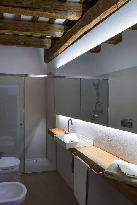 Banheiros rústicos por TONO BAGNO | Pasión por tu baño Rústico