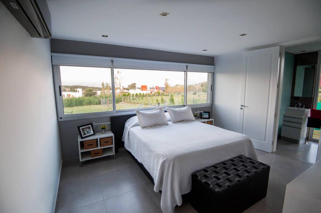 Phòng ngủ phong cách tối giản bởi JAMStudio Tối giản