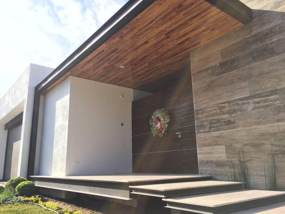 Fachada principal: Casas de estilo  por Diez y Nueve Grados Arquitectos,