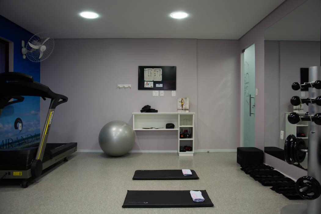 homify Modern gym