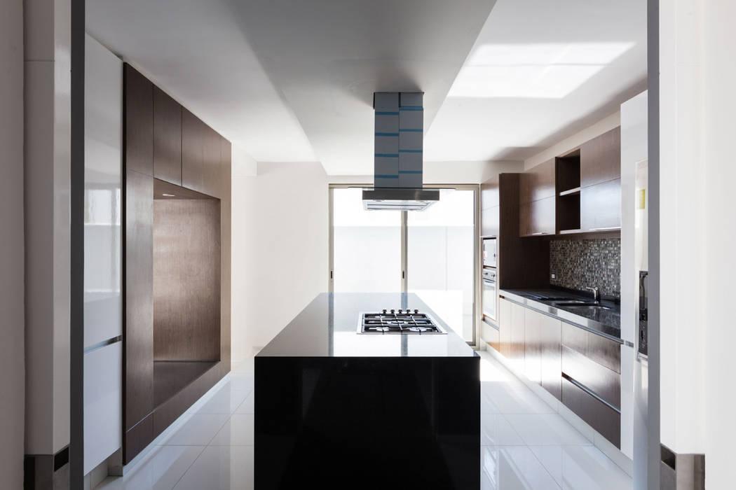 Cocinas de estilo moderno de BCA Arch and Interiors Moderno