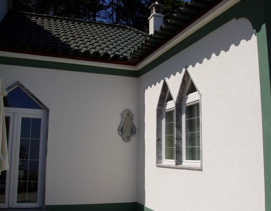 Facade Renovation / Repairing Cracks 러스틱스타일 주택 by RenoBuild Algarve 러스틱 (Rustic)