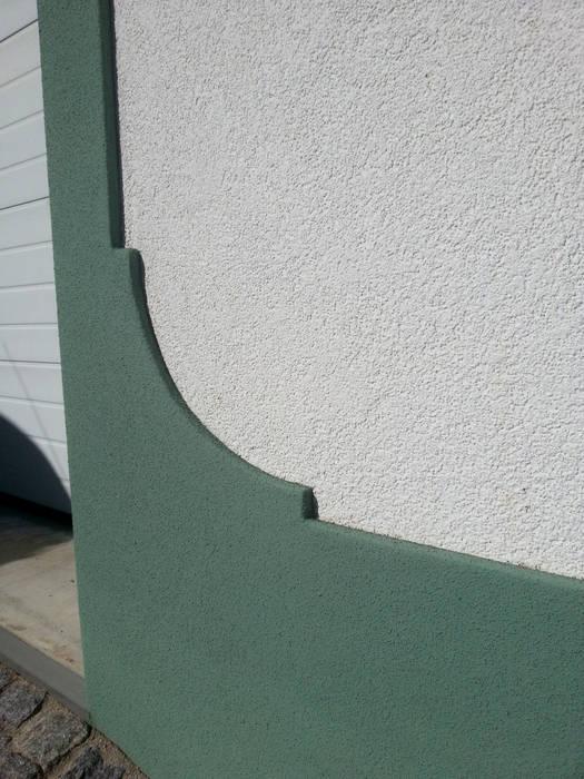Renovação de Fachadas / Reparação de Fendas: Casas  por RenoBuild Algarve,Rústico