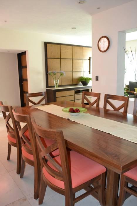 COMEDOR CASA LAS FLORES: Comedores de estilo moderno por EL DIVÁN Arquitectura & Diseño de Interiores