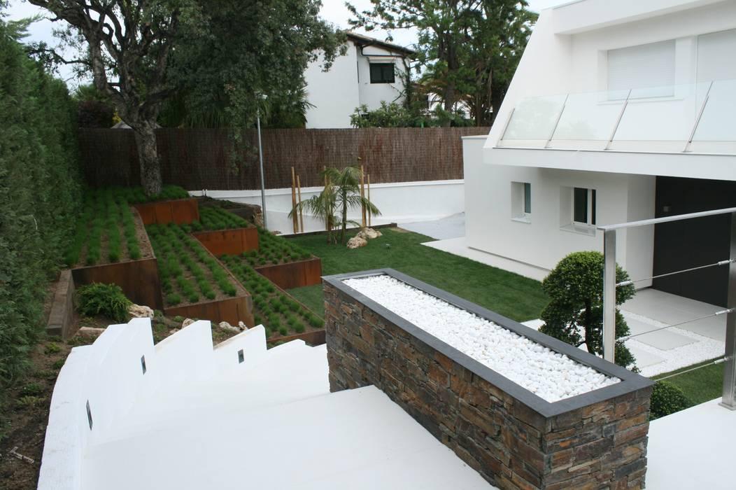 Minimalismo japones en su escencia pura Jardines Japoneses -- Estudio de Paisajismo Jardines de estilo minimalista