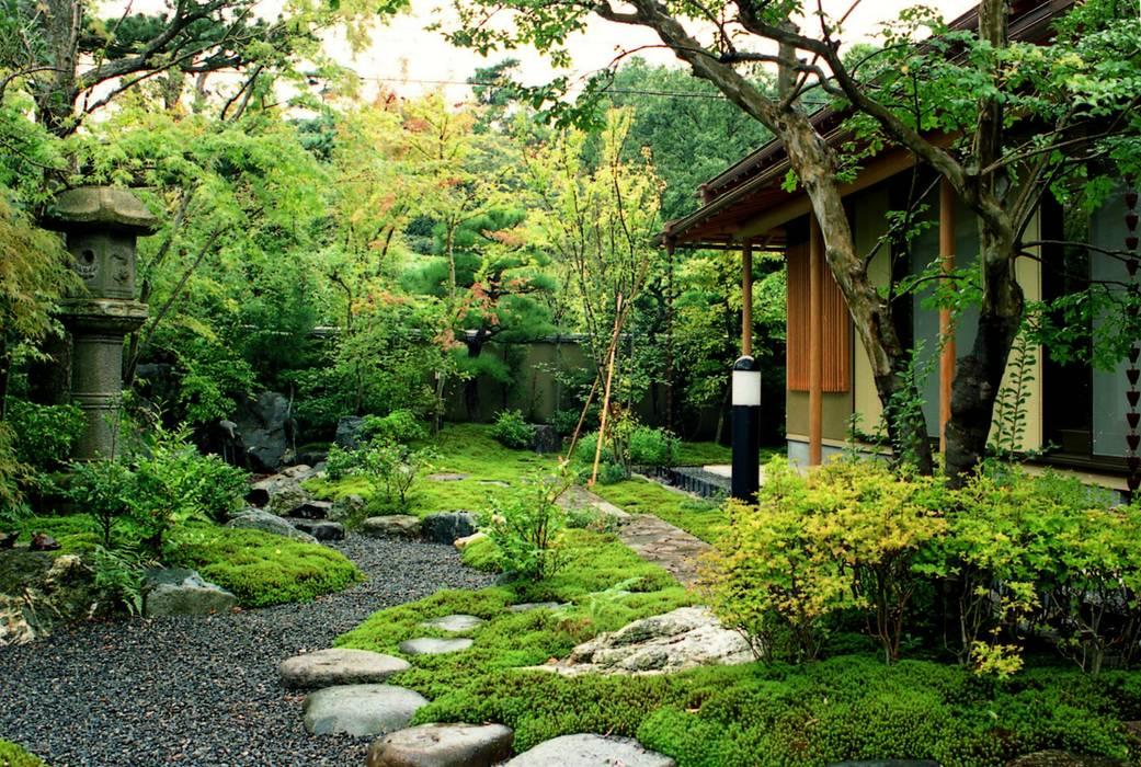 街中で自然を感じる庭 アジア風 庭 の Enatsu Garden Architect / 江夏庭苑事務所 和風