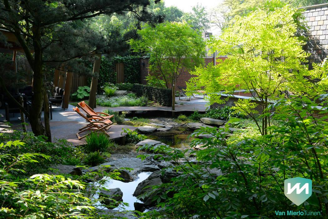 Exclusieve bostuin met waterloop en infinity pool tuin door van
