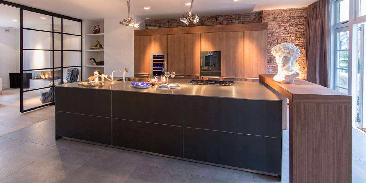RENOVATIE APPARTEMENT AMSTERDAM:  Keuken door DENOLDERVLEUGELS Architects & Associates
