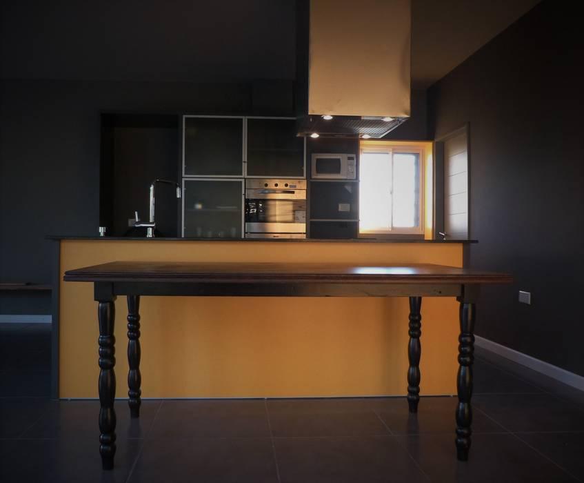 Cocinas de estilo moderno de Brarda Roda Arquitectos Moderno