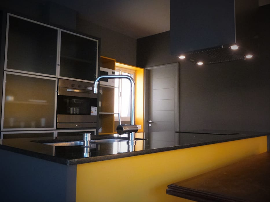Cocinas de estilo moderno de Brarda Roda Arquitectos Moderno Granito