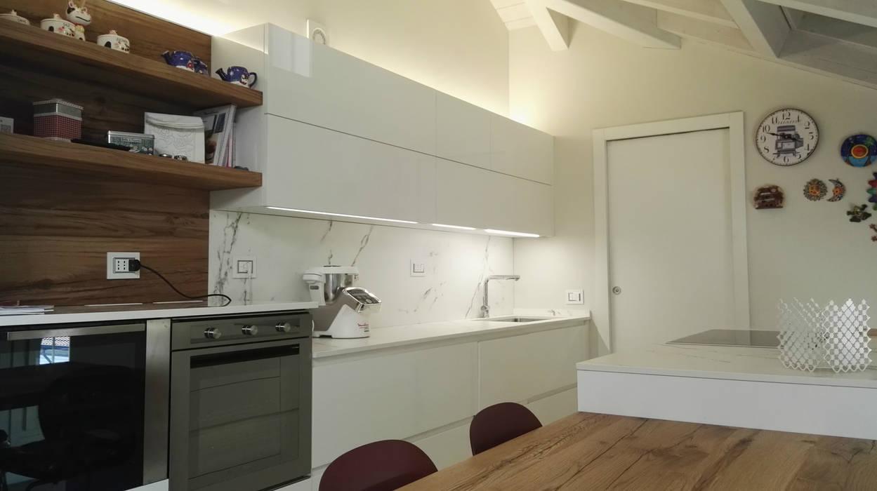 Cucina finitura bianco laccato lucido di key sbabo cucine ...